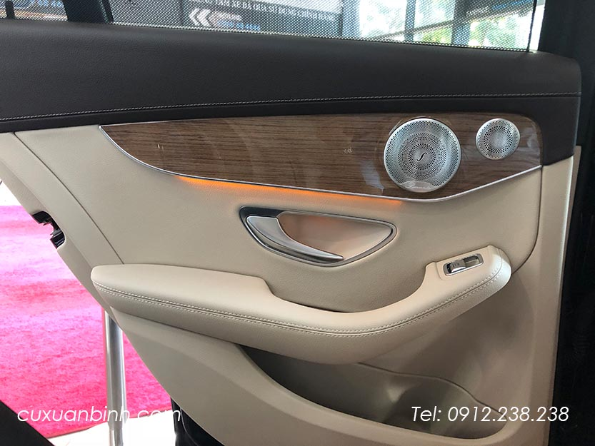 xe-mercedes-c250-exclusive-2018-xanh-noi-that-be-vang-16