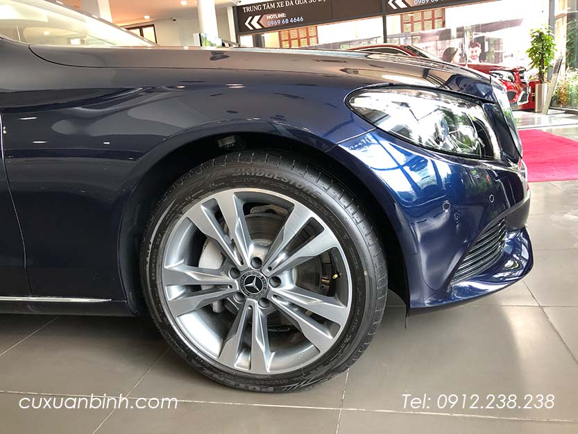xe-mercedes-c250-exclusive-2018-xanh-noi-that-be-vang-7
