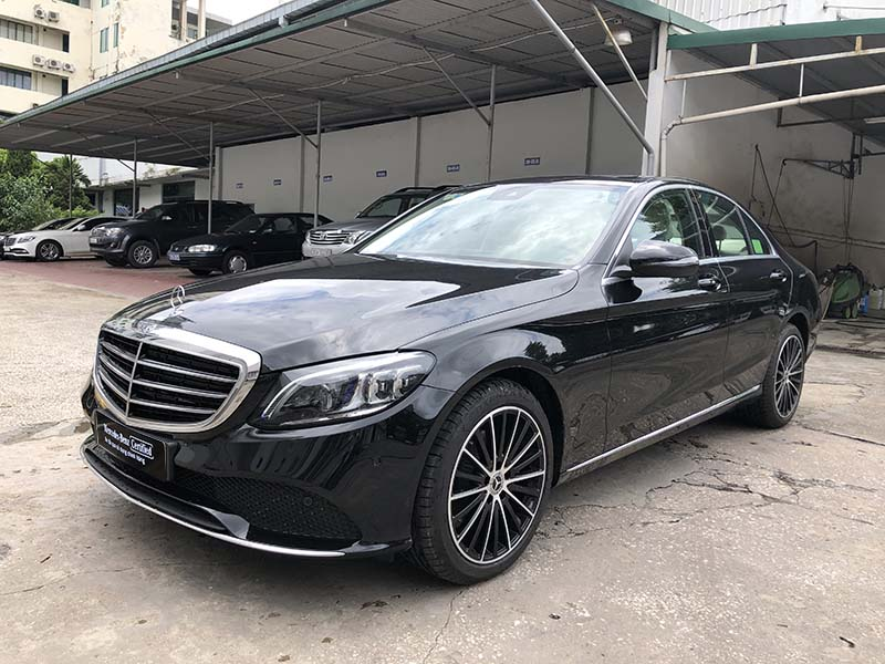 hinh-anh-ngoai-that-xe-mercedes-cu-c200-exclusive-2019-mau-den